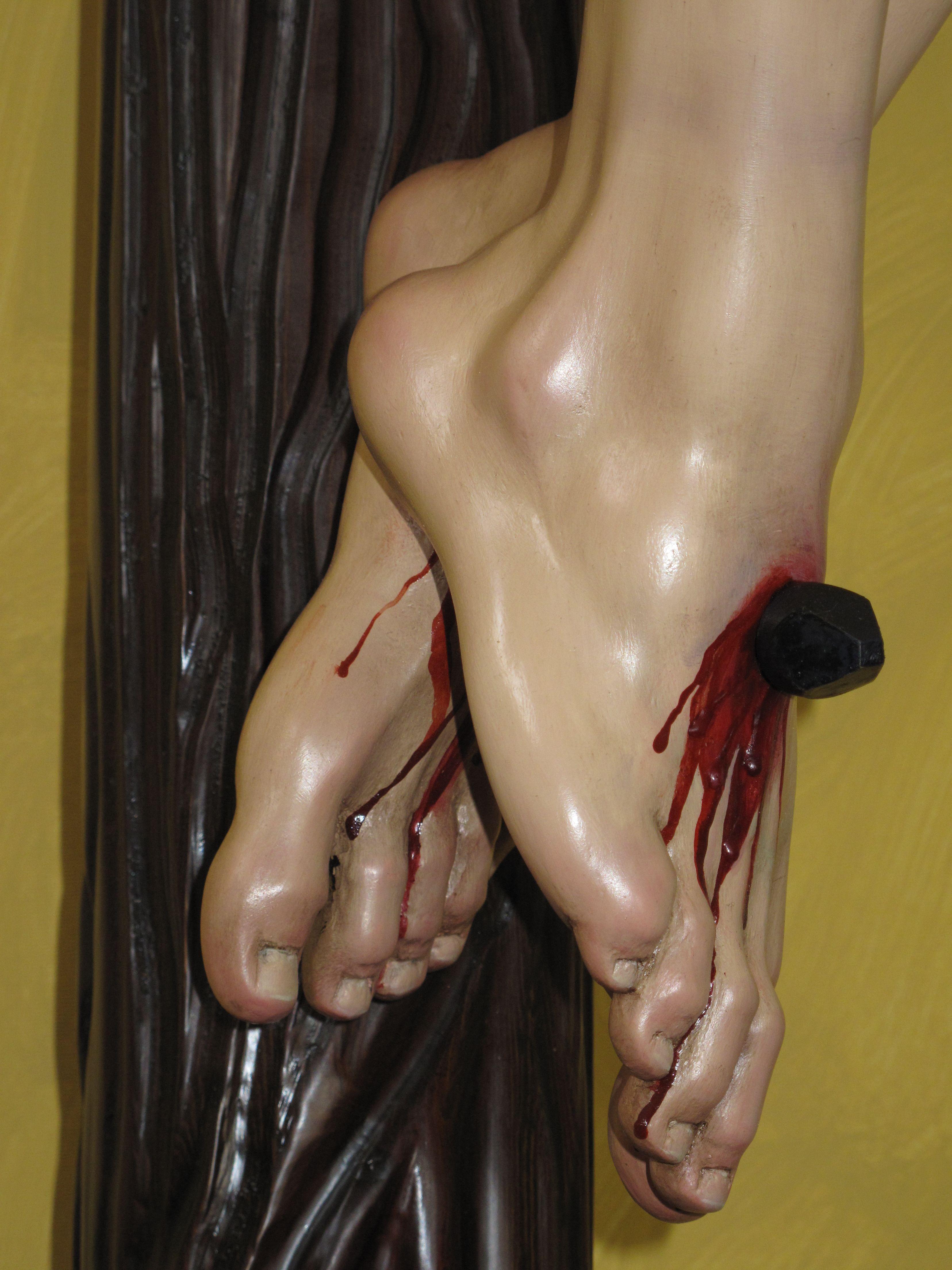 detalle del cristo crucificado de la parroquia de la Asunción de Martos