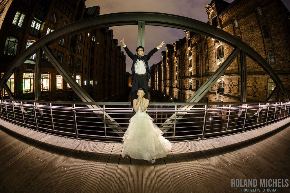 Hamburg Speicherstadt destination shooting #weddingcouple #fun #shooting
