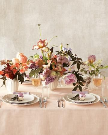 colors! Take it from a pro: Pulling off a sophisticated #peach #tablescape with a kaleidoscope of colors