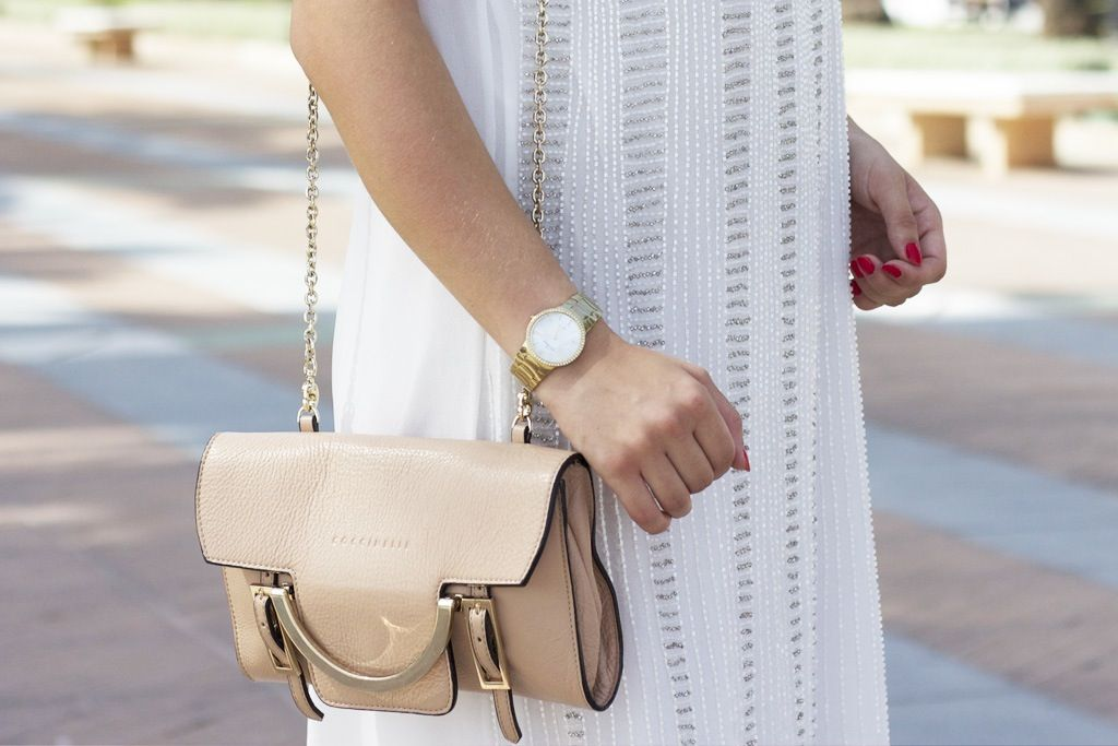 Perfect summer look! Our pretty white dress spotted. See more on the blog: http://www.sofiescloset.dk/ ☼☼☼  Buy the dress here: http://bit.ly/1zlaydS