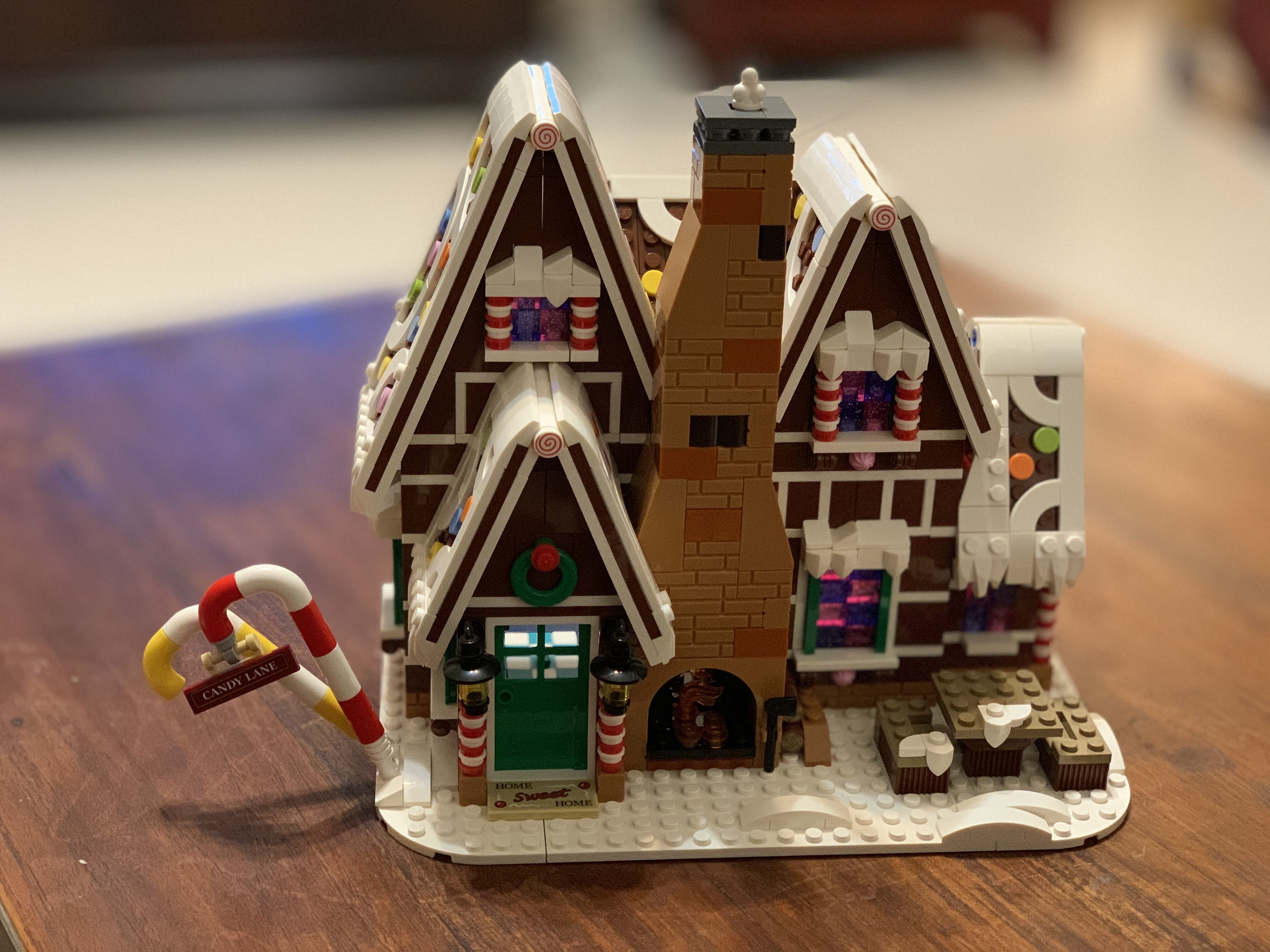 LEGO Creator Gingerbread House 10267 in 2020 Landscape