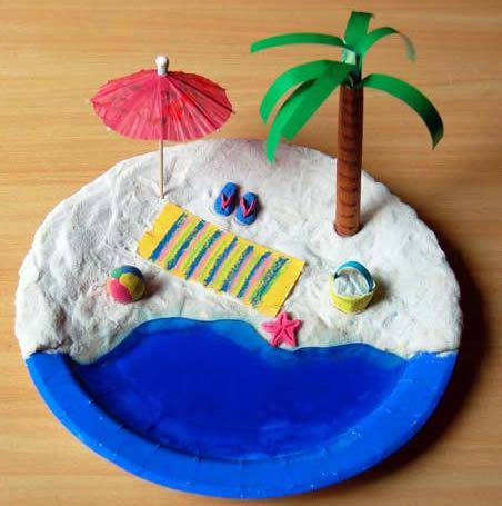 Mini Beach craft  Construct a miniature beach scene on a paper plate with dough sand and a jelly ocean! Add other elements that you love about the beach ... & Estate lavoretti per bambini | Giochi estivi | Pinterest | Simple ...