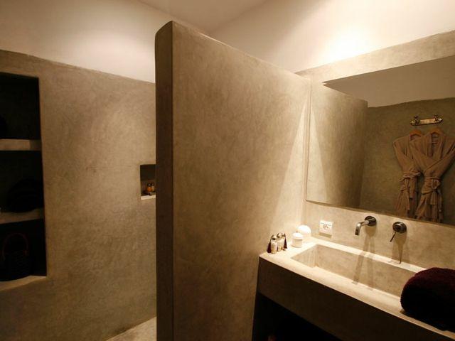 décoration salle de bain originale avec niches en tadelakt ...