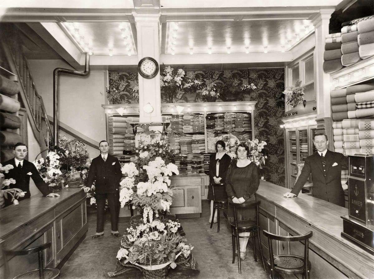 Interieur van luxe stoffenwinkel de stoffenkoning van H. van Dam in ...