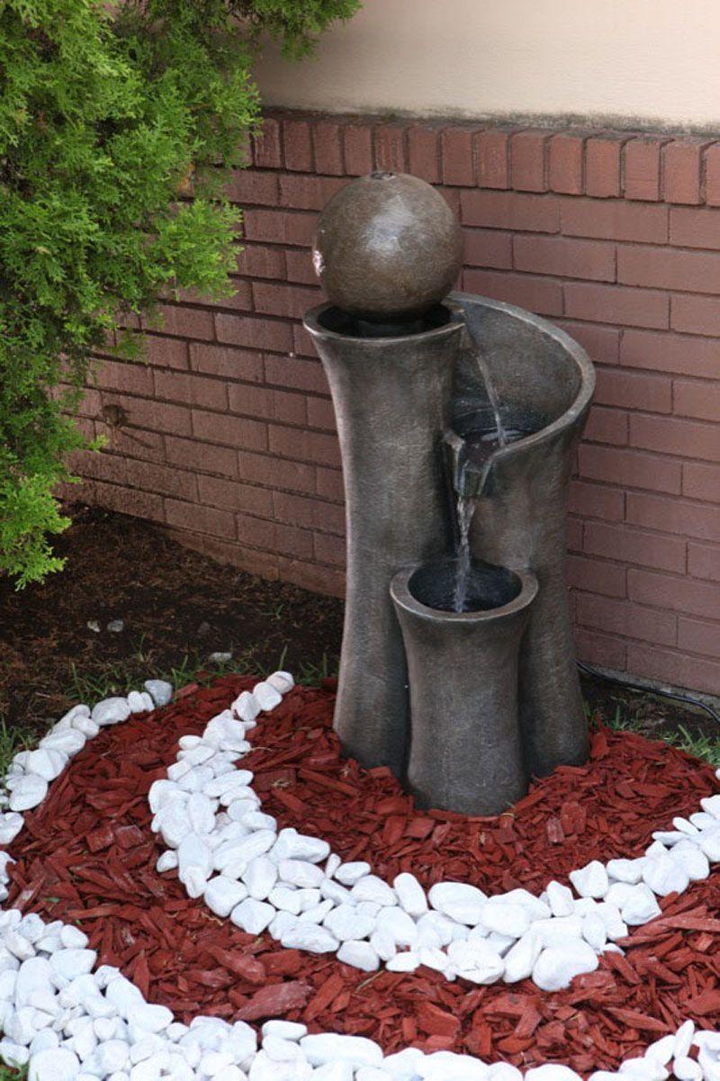 Las fuentes añaden estilo a tu jardín. Jardín con
