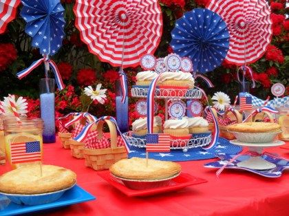 Easy and inexpensive 4th of July tablescape