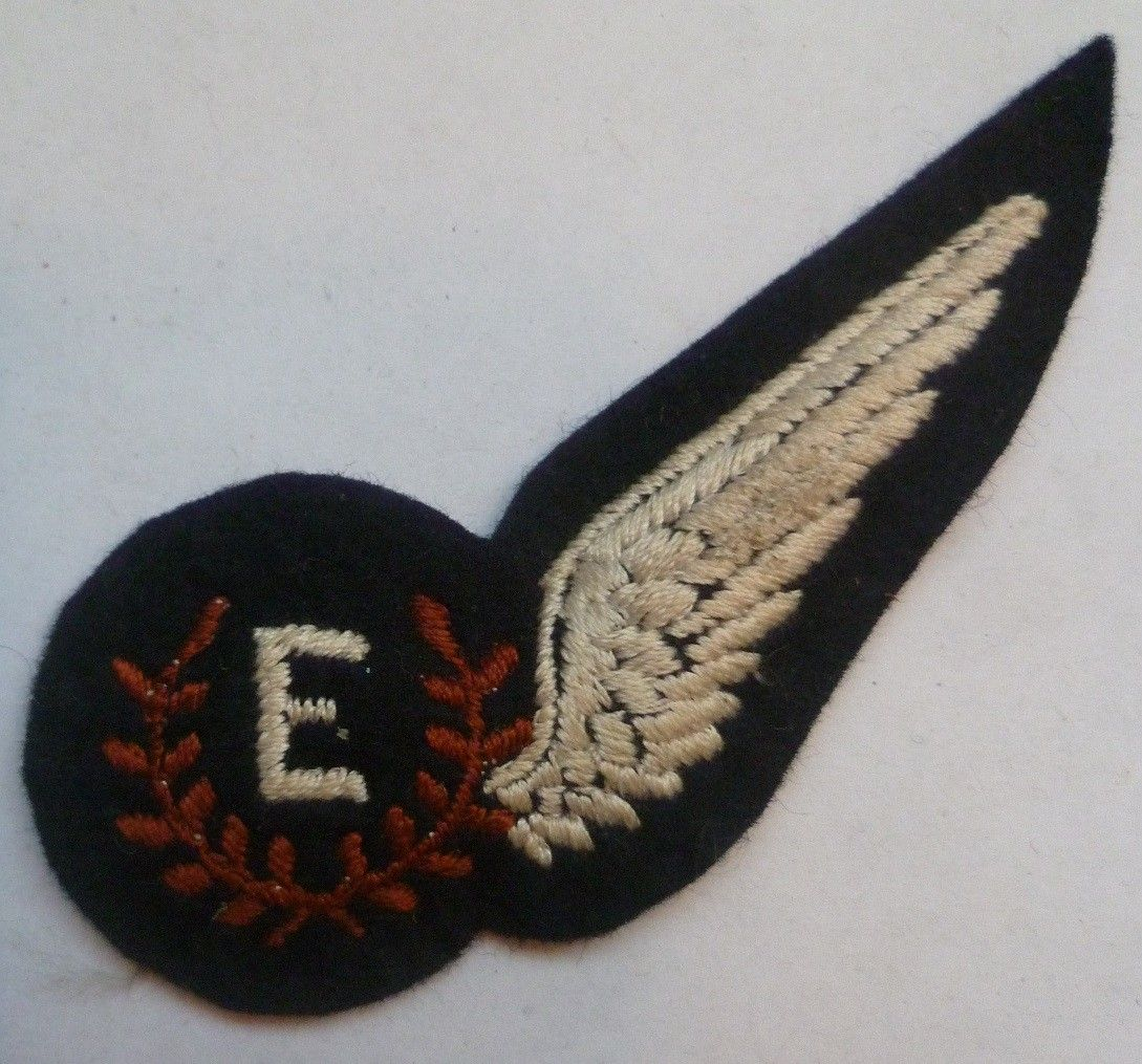Pin by Barrie on Militaria Royal air force, Tattoos, Badge