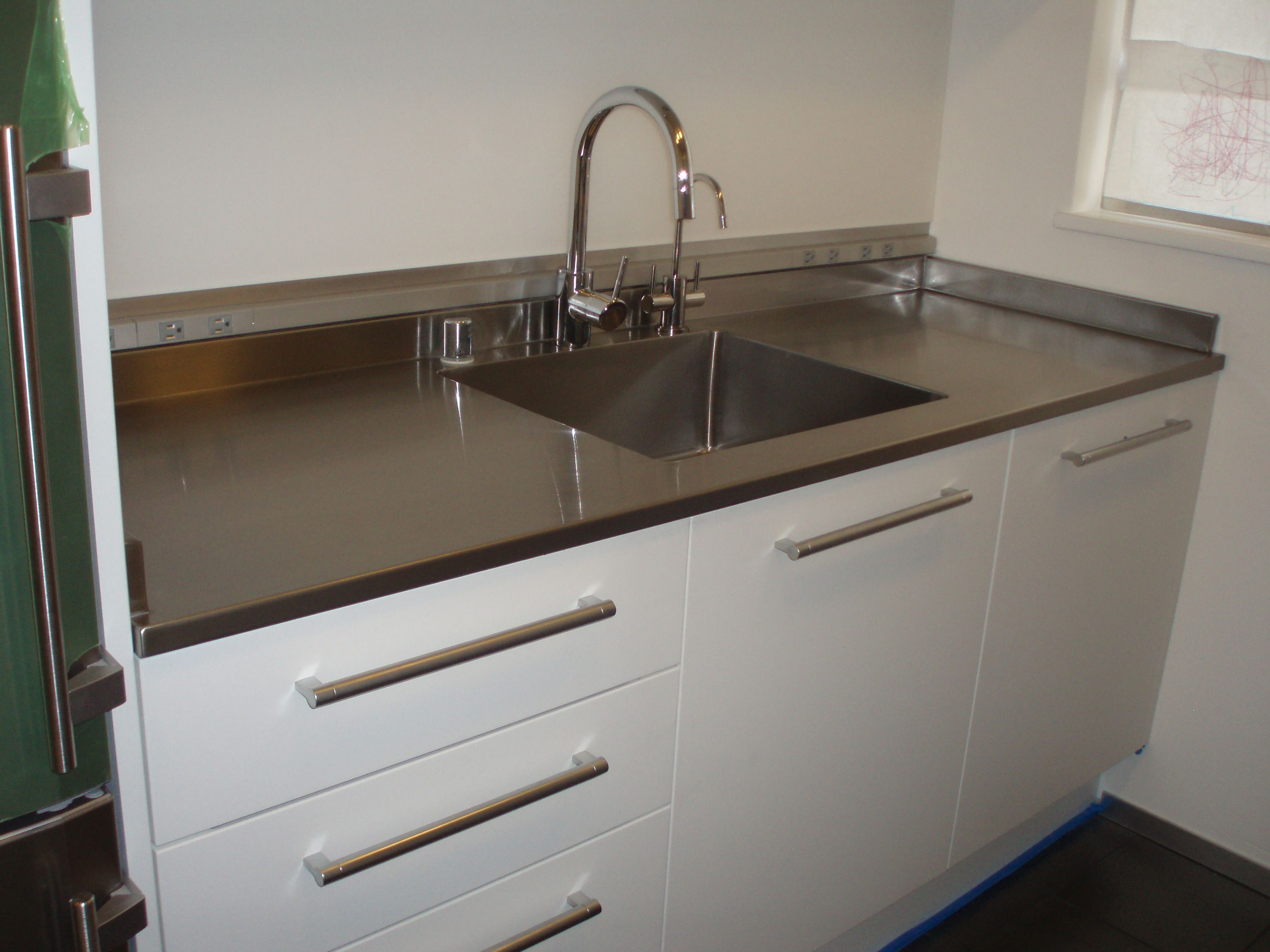 Seamless Counter With Seamless Sink Incorporated 1 Lip Drop Back Side Splash To