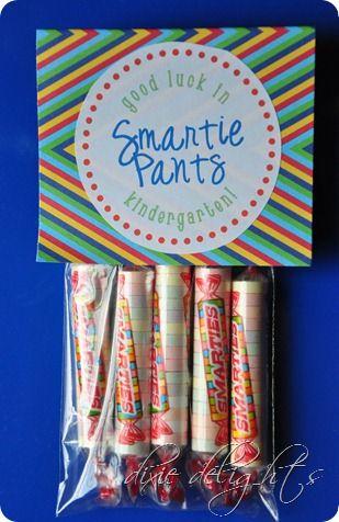 Good Luck Smartie Pants {Free Printable} | Preschool graduation gifts. Kindergarten graduation gift. Kindergarten gifts
