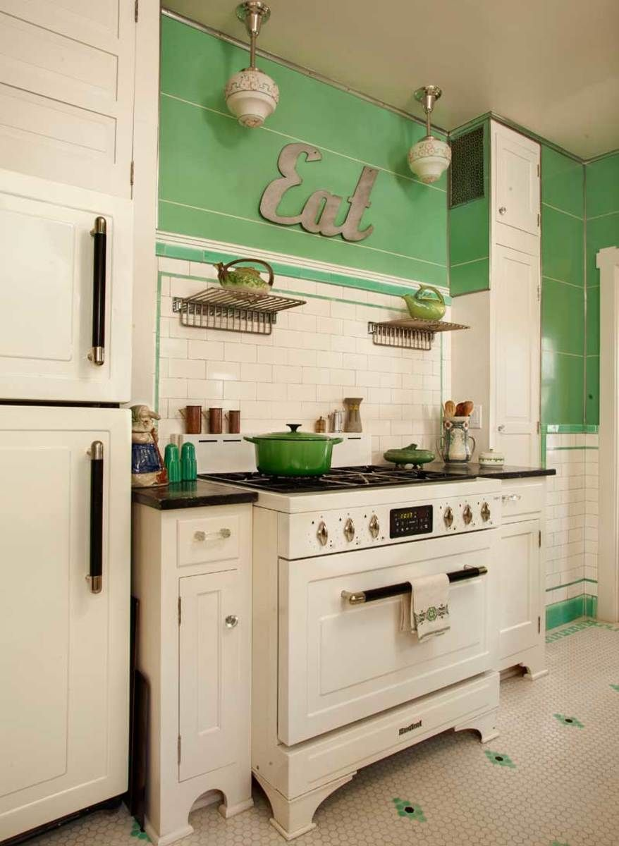 Kitchen In Mint Condition In 2020 With Images Art Deco Kitchen Retro Kitchen Kitchen Inspirations