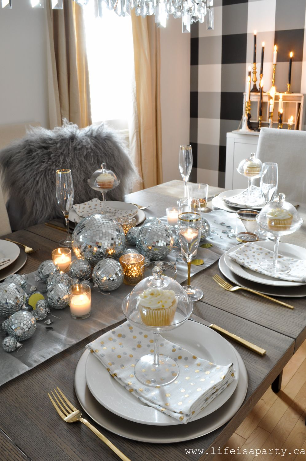 New Year's Eve Table Be inspired by a disco ball center