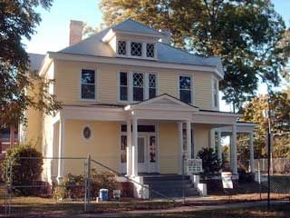 The Henry L Grant House In Weldon North Carolina May Still Be On The Market For 68 000 00 Grant House House Styles Clawfoot Tub
