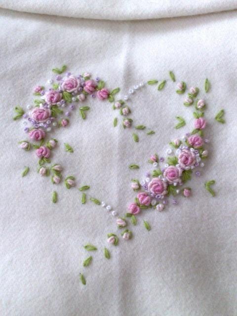 delicate embroidery | Manos de Hada | Pinterest | Patrones para ...