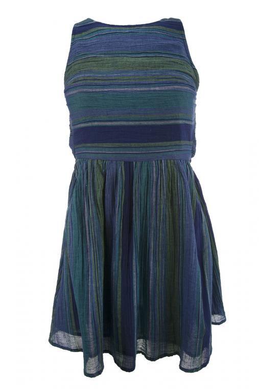 Dámske moderné, modré šaty s prekríženými ramienkami na chrbte SURF LIFESTYLE/WOVEN DRESS/ARJWD03053.  Vždy musíš mať posledné slovo? Tak maj posledné slovo aj v móde.  Šaty s golierom okolo krku sú v krásnej modro-zelenej farbe, ktorá dotvára potlač šiat. Ich dizajn obohacuje vždy opačné prekladanie látky (100% bavlny), čo dáva dojem pokrčeného dizajnu. Na chrbte sú šaty Roxy doplnené o gumu v oblasti pásu a preložené ramienka, ktoré pôsobia sexi a štýlovo. Šaty majú pri veľkosti S dĺžku…