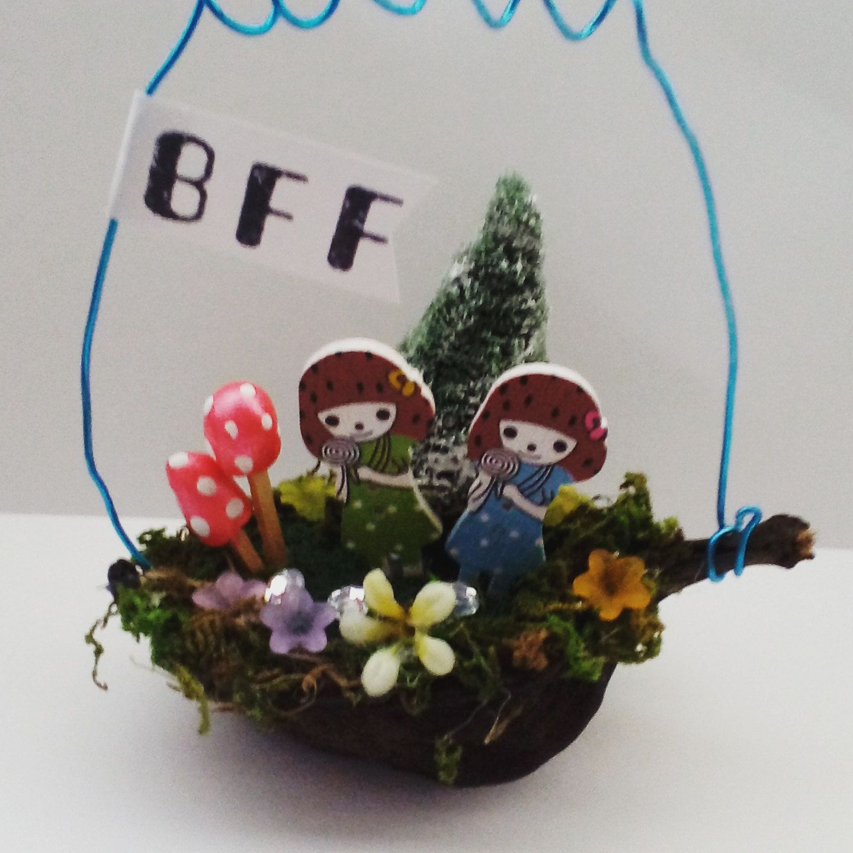 Best friends forever bff seedpod hangerhanging decoration best friends forever bff seedpod hangerhanging decoration collectible diorama negle Images
