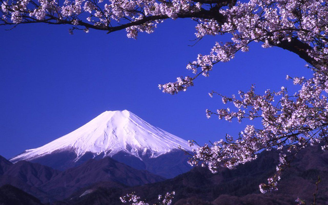 Mount Fuji is the highest mountain in Japan (3,776m / 12