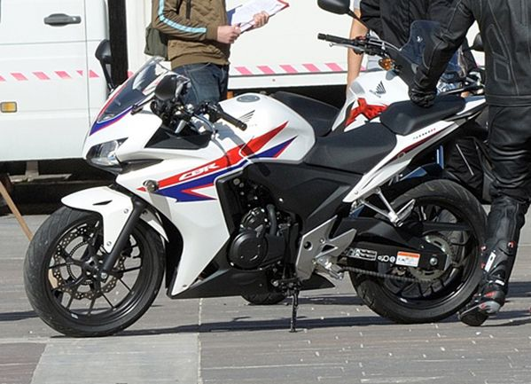 Honda CBR500 has been spied along with CB500R and CB500X. Honda will officially reveal their new 500 cc superbikes at the world's largest motorcycle show, EICMA (Esposizione Internazionale Ciclo Motociclo e Accessori) or the Milan Motor Show later this month. This year's EICMA is the 70th edition and will open its doors for public from the 15th of this month.