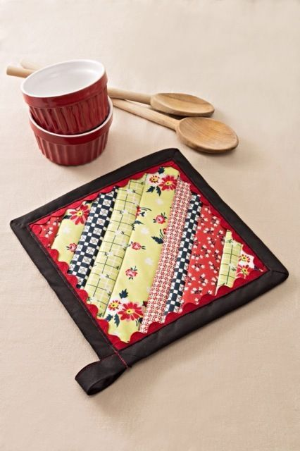 Aunt Betty's Strip Pieced Potholder | Potholders, Aunt and Sewing ... : quilted potholders patterns - Adamdwight.com