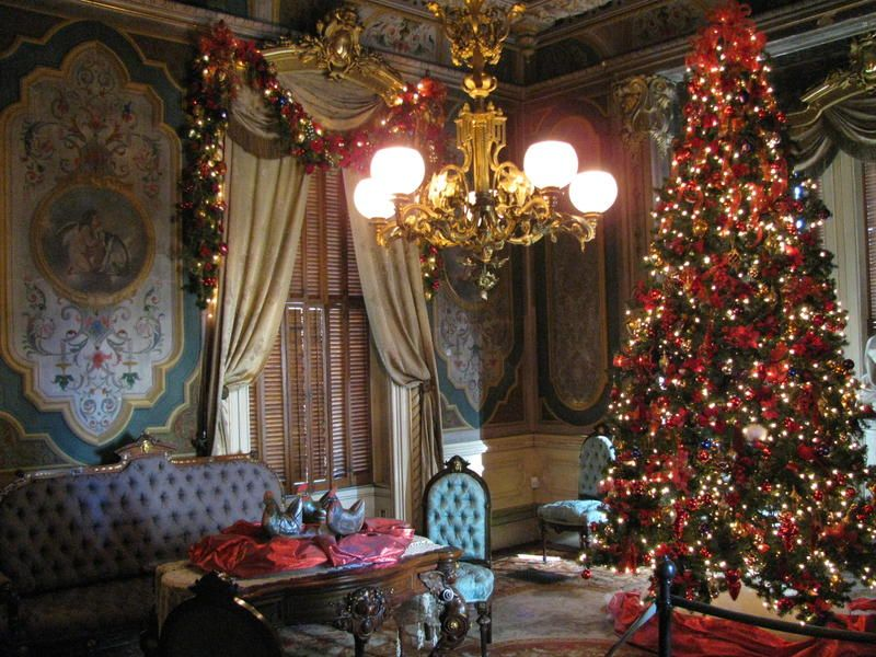 A Christmas Tree In The Reception Room In The Victoria Mansion On Danforth Street Victorian Christmas Tree Victorian Christmas Decorations Victorian Christmas