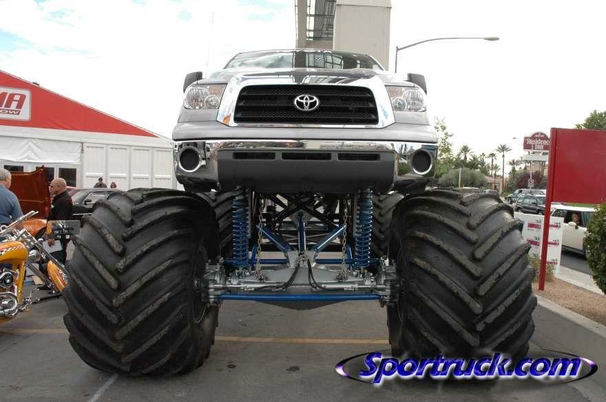 Toyota Tundra monster truck Monster trucks, Toyota