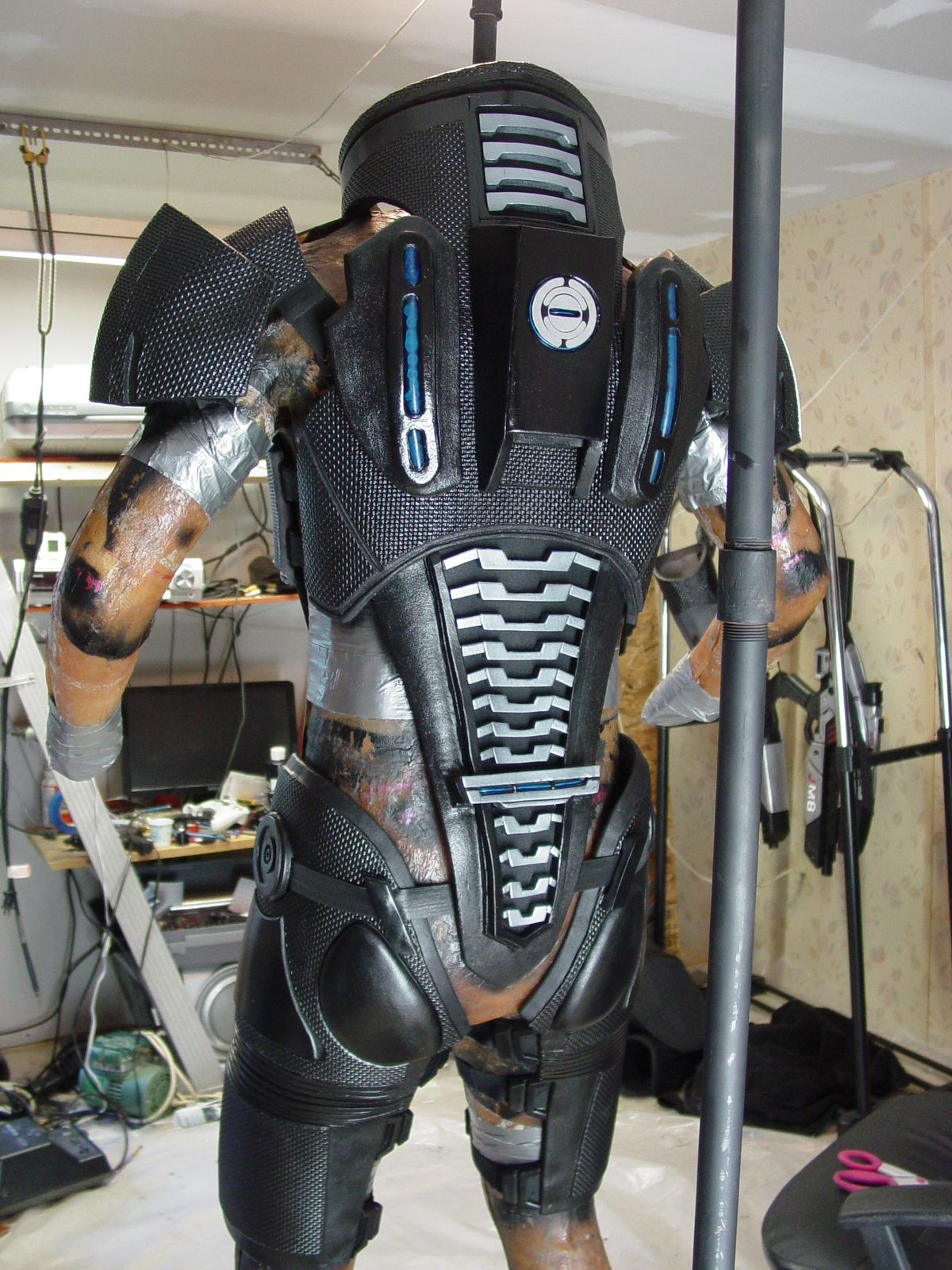 N7 armor rear view costuming armor pinterest n7 for Mass effect 3 n7 armor template
