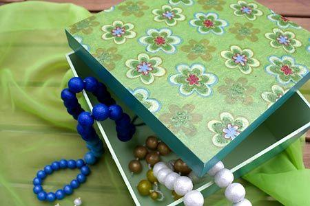 Porta-jóias de MDF decorado com decupagem de guardanapo