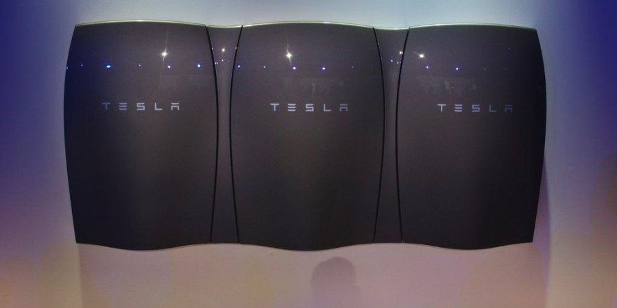 Tesla Powerwall 2 Has An Integrated Inverter So Tesla S New Approach Can Be Said To Divide The Market Into Two With A Dis Powerwall Tesla Powerwall Tesla