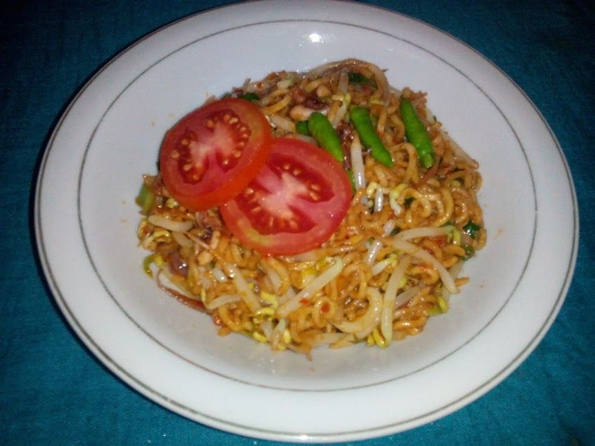 noodles squid with bean sprouts (Aceh : indomi goreng)