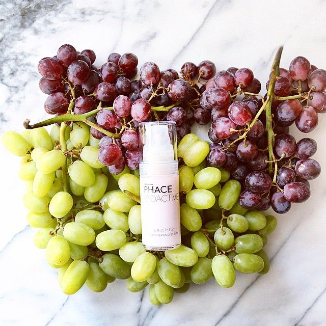 PHACE BIOACTIVE Illuminating Serum. Our HERO, patent-pending formula for brightening, stimulating collagen and elastin, and dark spot correcting. pH Optimized with 15% Vitamin C, 2% plant stem cells, and 1% Gallic Acid from grapes. Gallic Acid is a cutting-edge, more potent pigment lightening antioxidant than Ferulic Acid. #thisworks #prescriptionstrength #thephacelife #ph #balance #phbalance #health #beauty #clearskin #heathyskin #glow #pure #vitaminc #antiaging #skincare #natural…