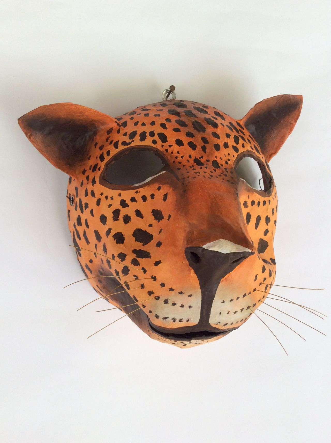máscaras de papel hechos sobre globo, papel mache, - diy home