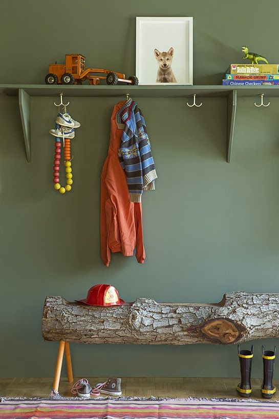 Sharp entry storage décor. Log bench is a brilliant idea! popuprepublic.com