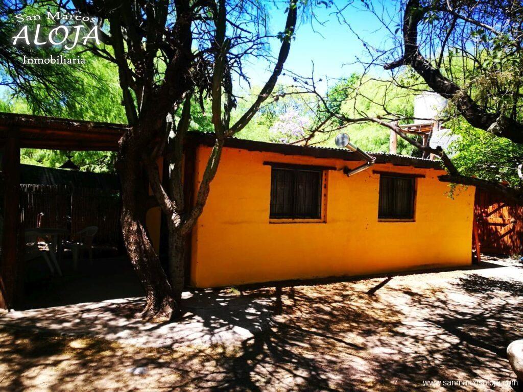 Inmobiliaria Aloja Vende Terreno De 660 M Con 3 Cabañas Y Galpón En La Costanera Del Río De San Marcos Sierras Aloja Inmob Cabañas Galpones Casas En Venta