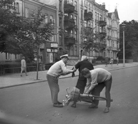 Rostock Ulmenstrasse Ddr Fahrradunfall 1966 Rostock Ddr Unfall