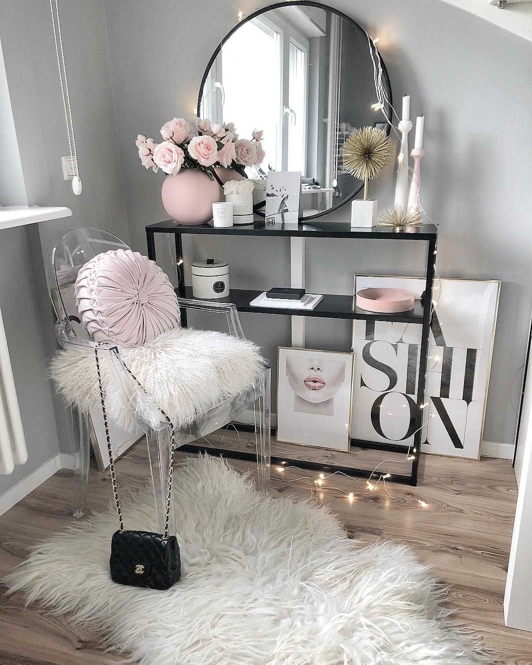 Tumblr make up desks  girly decoration  Deco chambre coconing