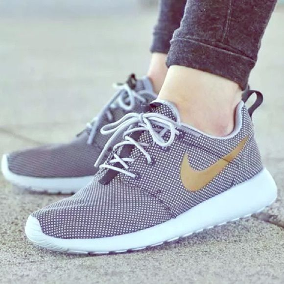 45edb8e5be53d Nike RosheRun Roshe one wolf grey shoes WMNS 6.5 NO TRADES USE OFFER  BUTTON‼️BRAND
