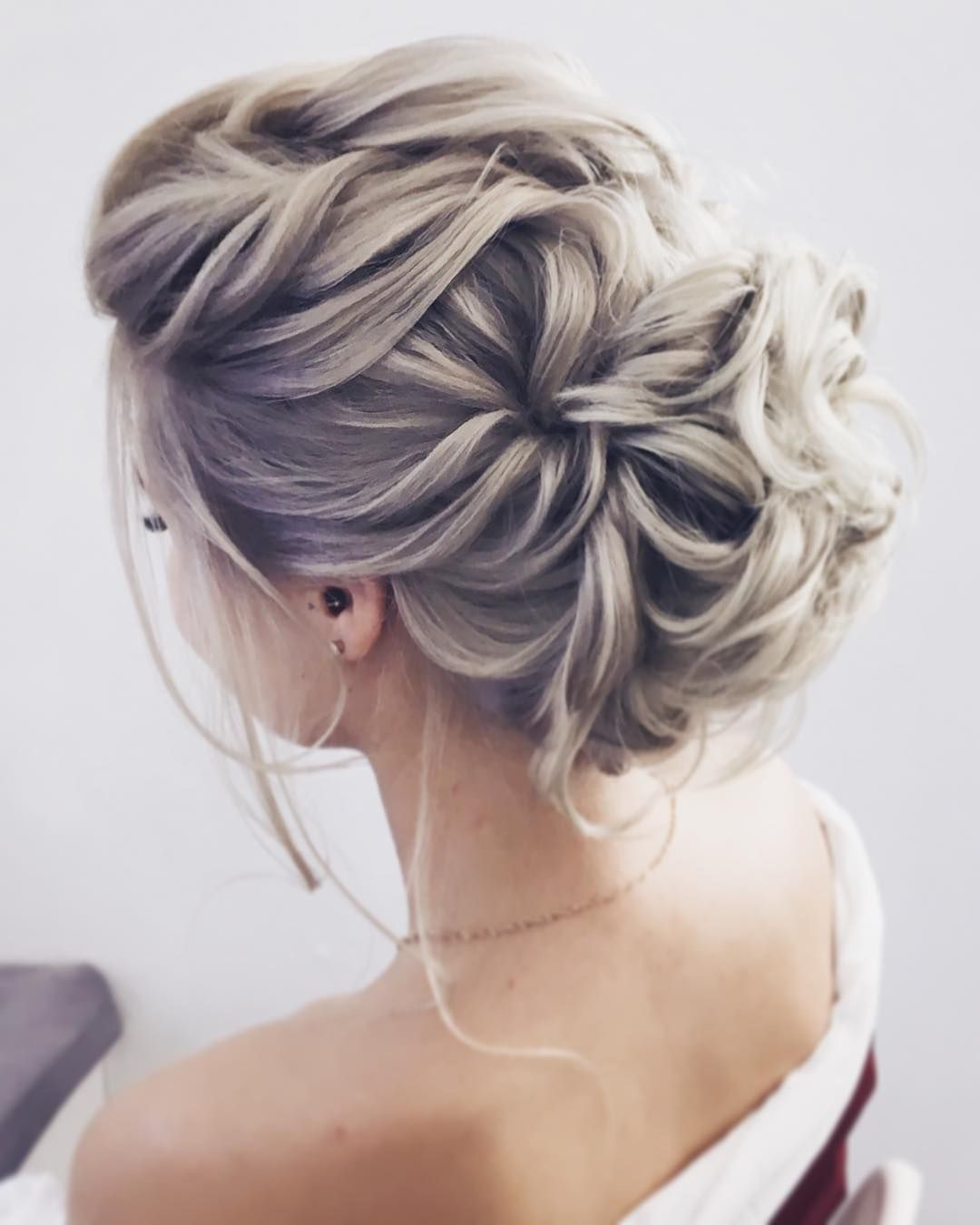 gorgeous feminine wedding hairstyles for long hair | messy wedding