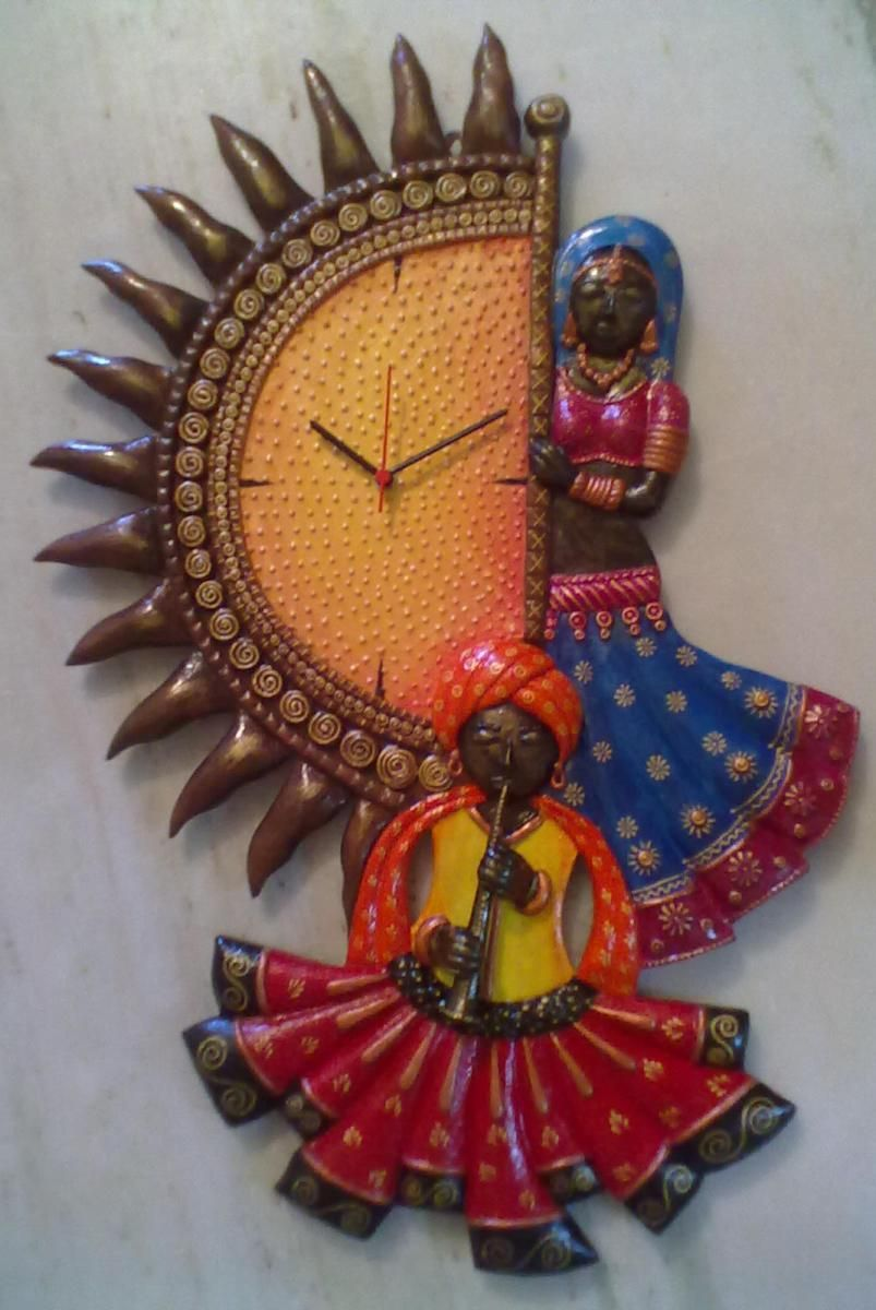 Designer Clock To Decorate Your Home With Traditional