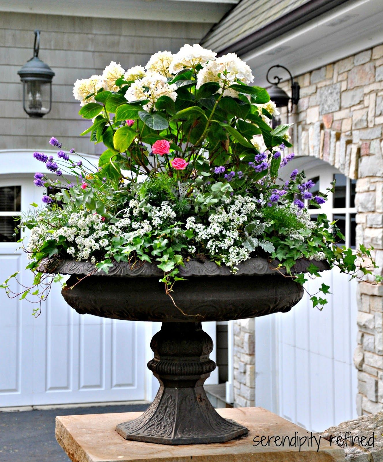 Container garden summer urn planter container garden for Large garden planter ideas