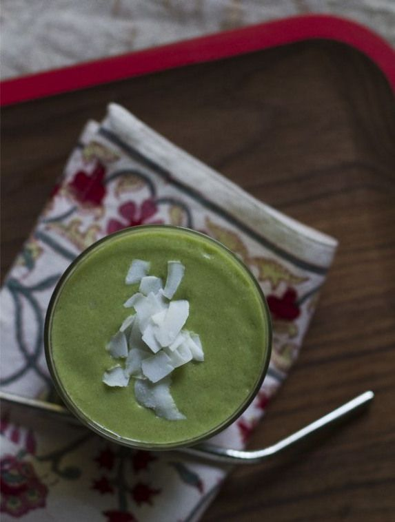 Green Goddess Smoothie Recipe with mango and kale. We suggest using Unsweetened Almond Breeze almond milk.