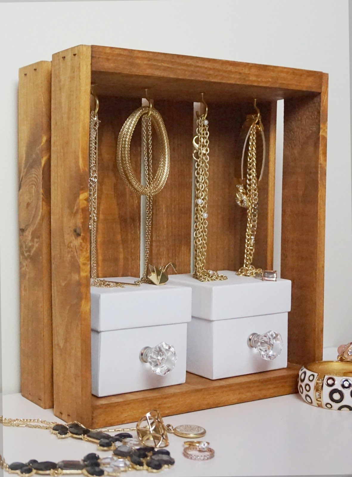 Thediydiary do it yourself jewelry display crate mobiliario thediydiary do it yourself jewelry display crate solutioingenieria Gallery