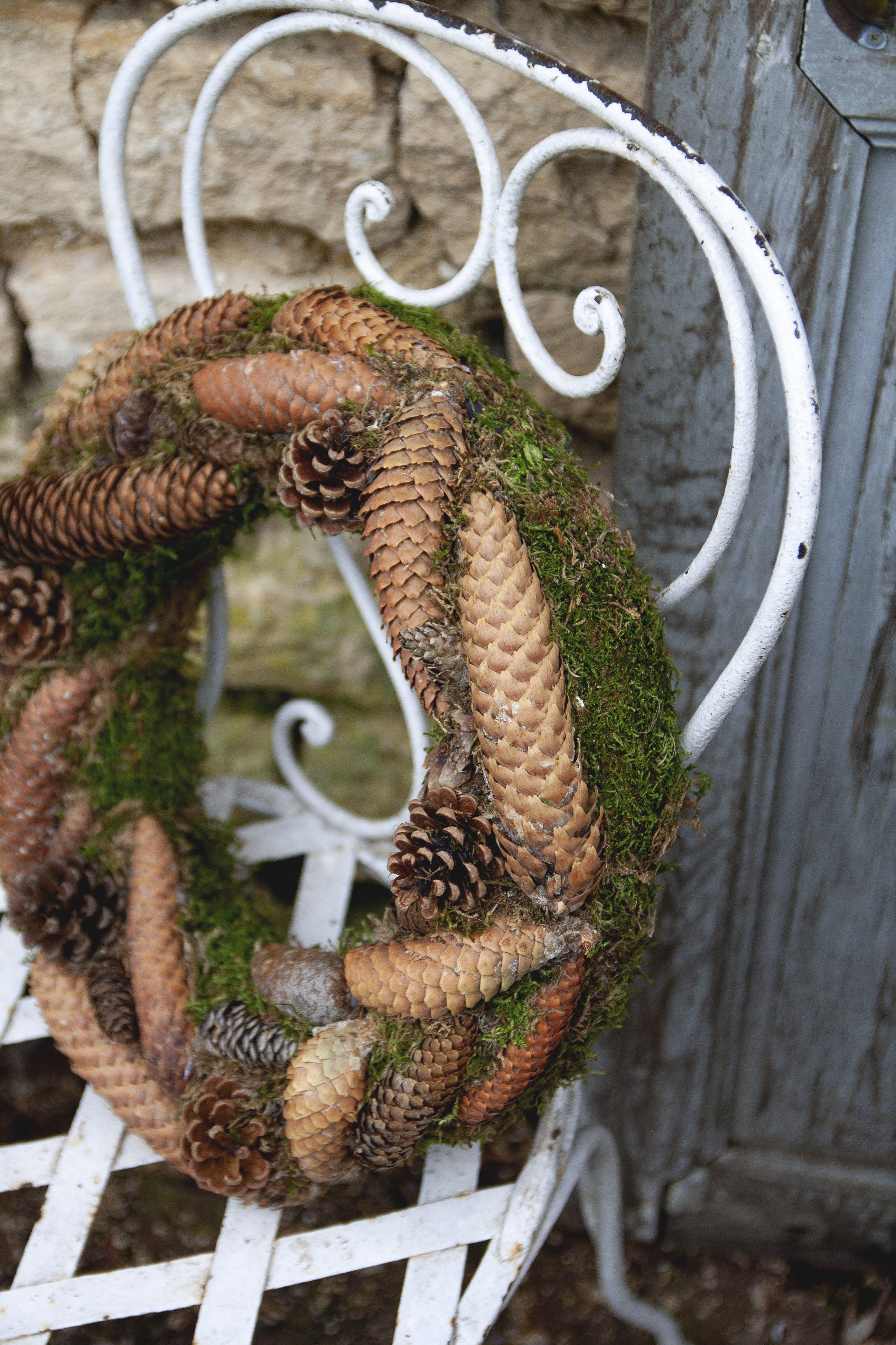 Evelyne Warchol Le Bonheur A La Campagne Guest House Chambres D Hotes Champagne Ardenne Hiver Winter Decor Christmas Wreaths Holiday Decor Burlap Wreath