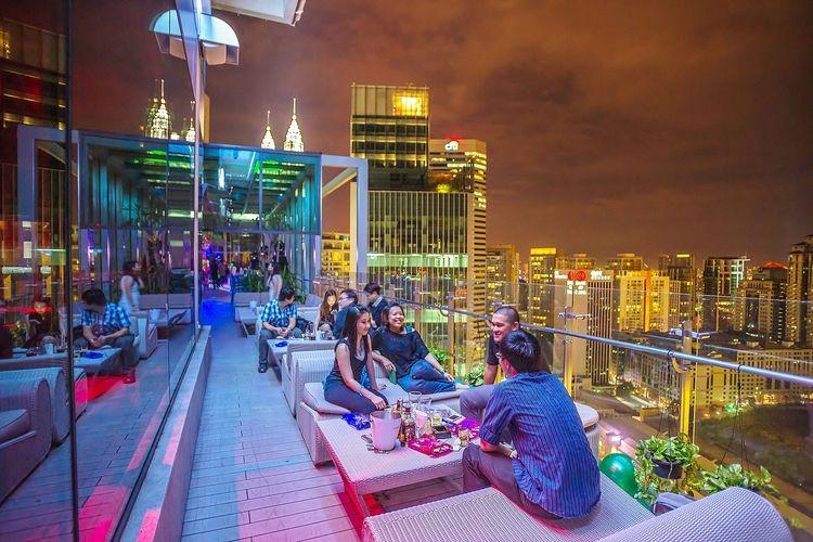 10 Restaurants Bars That Gives You The Best View Of Kuala Lumpur Tallypress Kuala Lumpur Malaysia Travel Rooftop Bar
