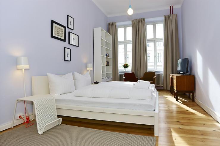 helles, gemütliches schlafzimmer in herbstlichen farben ... - Farben Fr Das Schlafzimmer