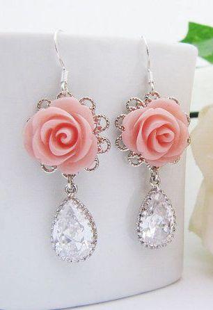 Stylové pozlacené náušnice s krystaly a bílou růží White Rose – SLEVA 70% A  POŠTOVNÉ ZDARMA Na tento produkt se vzt…  d339e2e5990
