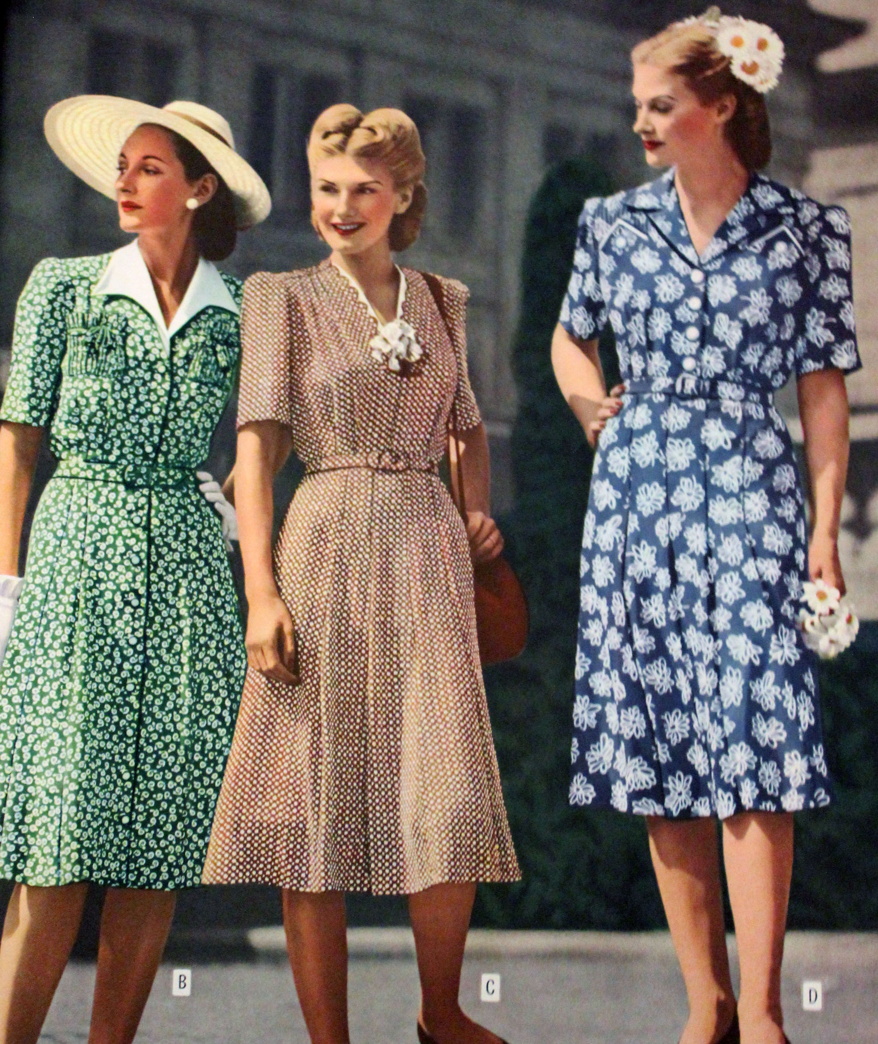 Patterns are all great. #1940sdress #1940sfashion