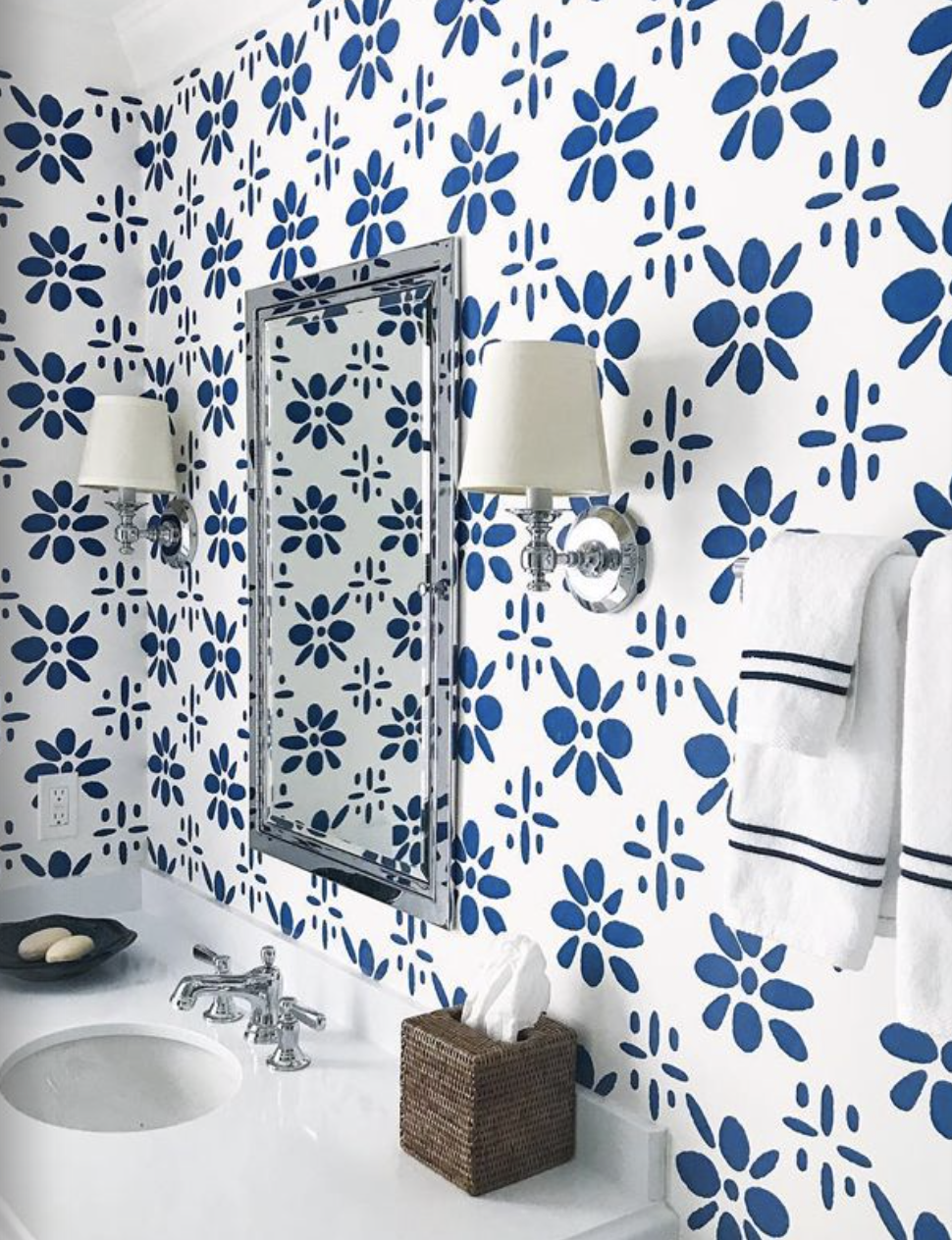 Love this wallpaper pattern just beautiful. Discount