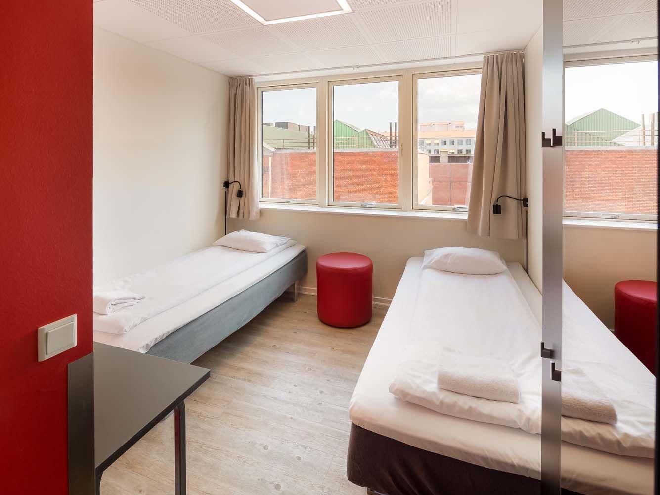 Twin room at generator hostel copenhagen hostel for Bedroom generator
