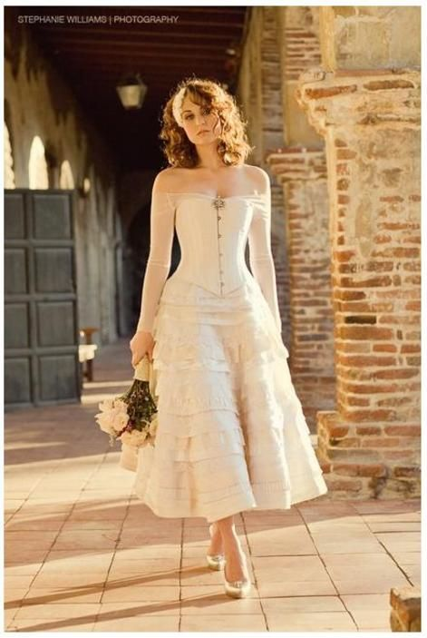 Bride Chic:Wedding Dress Inspiration with a Corseted Twist