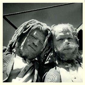 VIZINHOS DE ÚTERO (Gêmeos): George e Willie Muse - Negros e Albinos