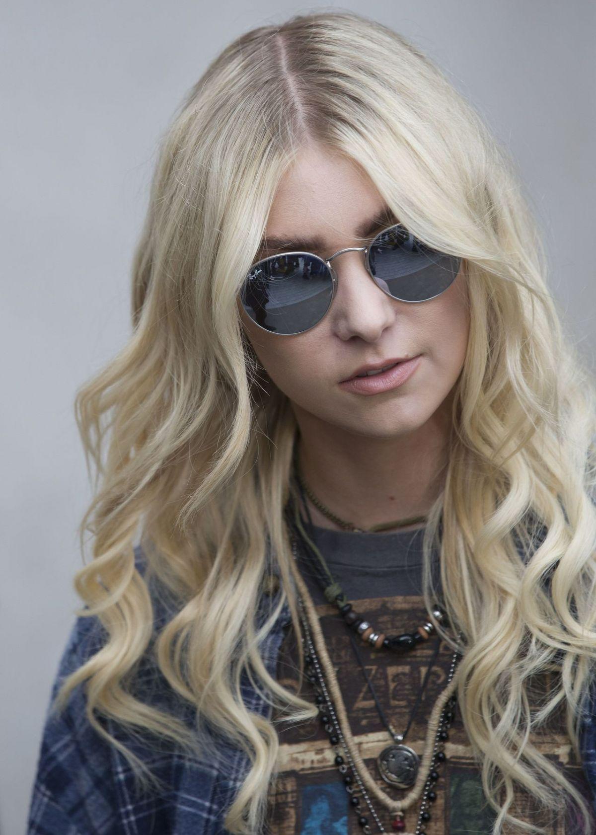 Taylor Momsen   Taylor Momsen   Taylor Momsen, Taylor ... Taylor Momsen